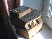 Стариные книги религиозного содержания.